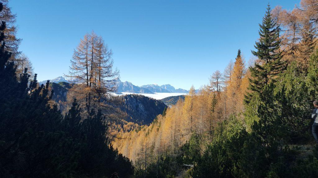 jesenski pogled na dolino foto matjaz serkezi 1