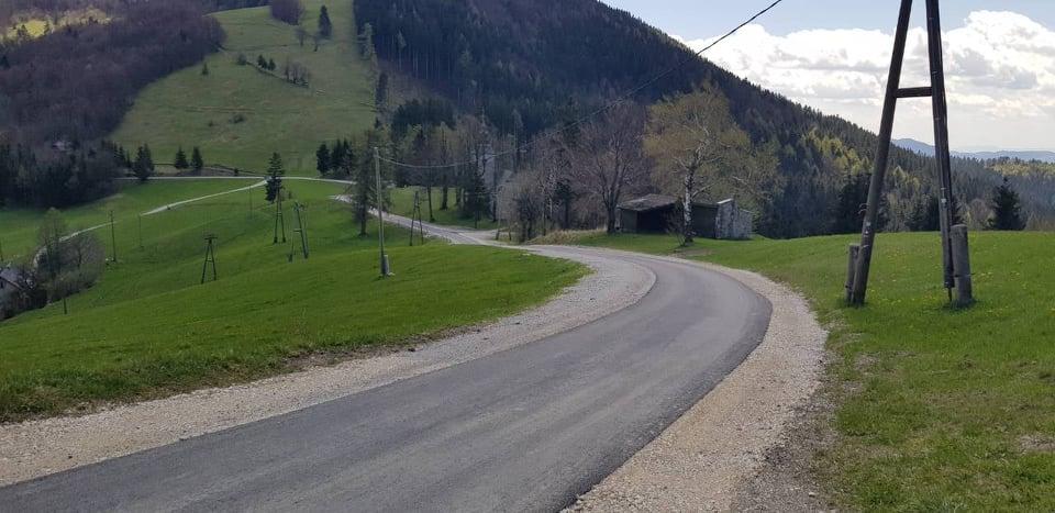 Cestni odsek Vrhe